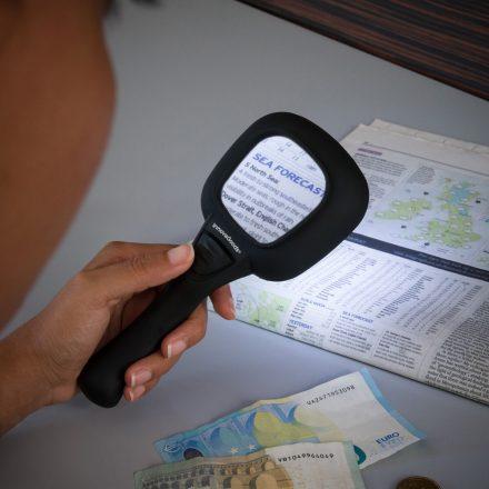 InnovaGoods Nagyító 3X Ultraibolya és Led Fénnyel MOST 9139 HELYETT 2615 Ft-ért!